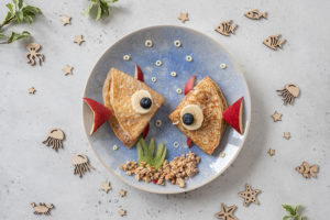 Cute crab and lobster croissants with fruit for kids breakfast © Adobe Stock